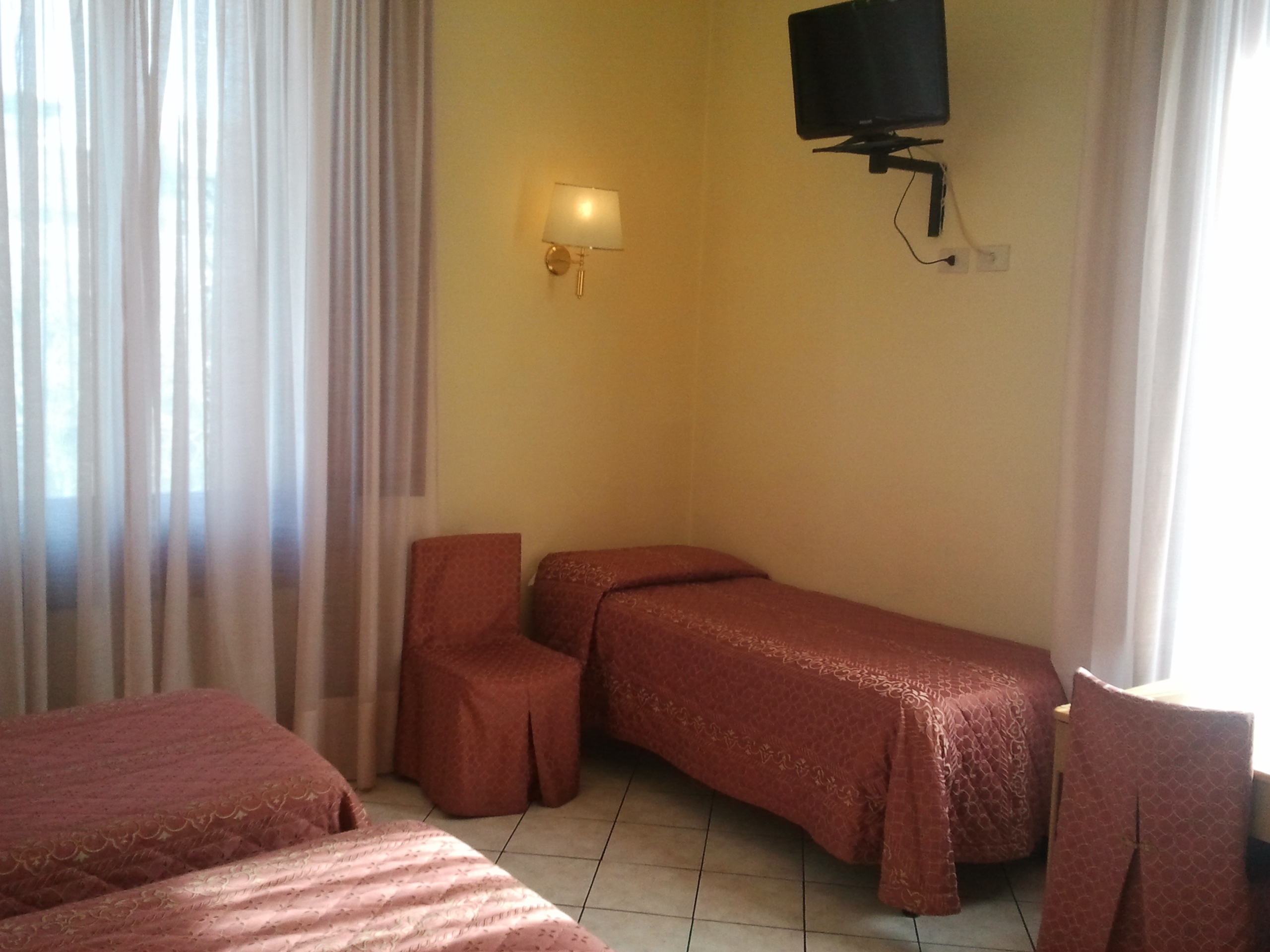 Florence accommodations - cheap triple rooms at Hotel Bijou in Florence city center